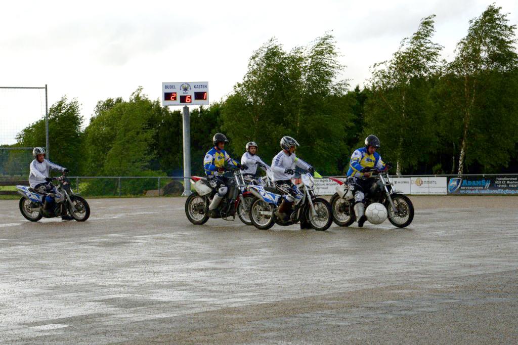 Motoballwedstrijd met verrassingen en veel doelpunten